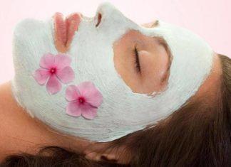 Maschera anti age fai da te. Scopri come fare una maschera viso antirughe fatta in casa con ingredienti naturali ed alcuni consigli per la cura della pelle del viso.
