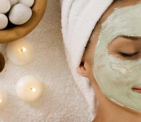 Maschera viso per pori dilatati fai da te. Scopri come fare in casa una maschera per il viso contro i pori dilatati con con ingredienti naturali e i migliori consigli per restringere i pori del viso in modo naturale.