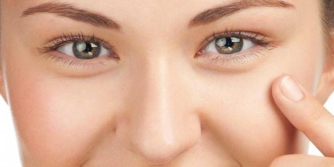 Come eliminare le borse sotto gli occhi in modo naturale. Scopri quali sono le cause delle borse sotto gli occhi, i rimedi naturali più efficaci, i consigli utili per farle sparire velocemente e cosa fare per attenuare i segni della stanchezza e il gonfiore sotto gli occhi.