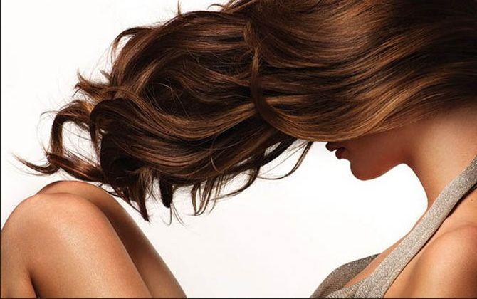I capelli a causa della circolazione del sangue rotta di un cervello abbandonano