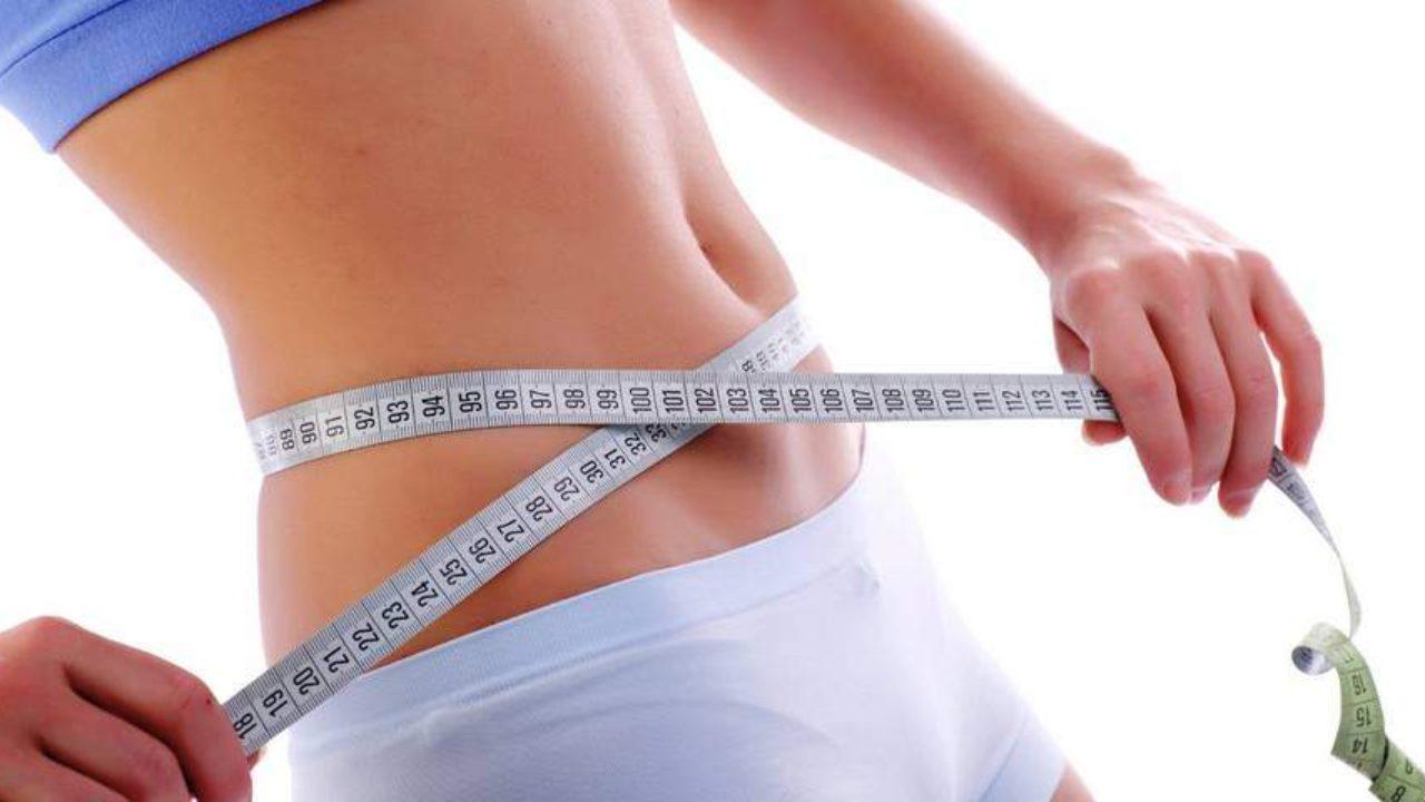 tarassaco per perdere peso mentre viene preparato