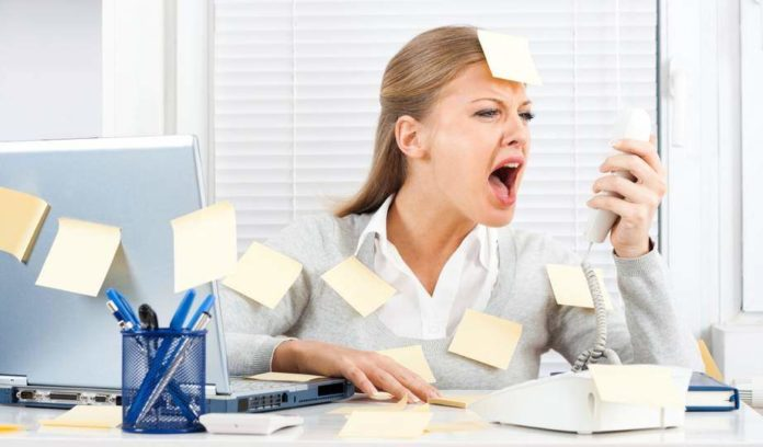 Esaurimento nervoso: cause, sintomi e rimedi naturali