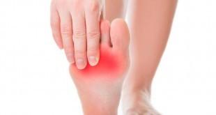 come eliminare i calli e i duroni ai piedi: cause e rimedi naturali veloci