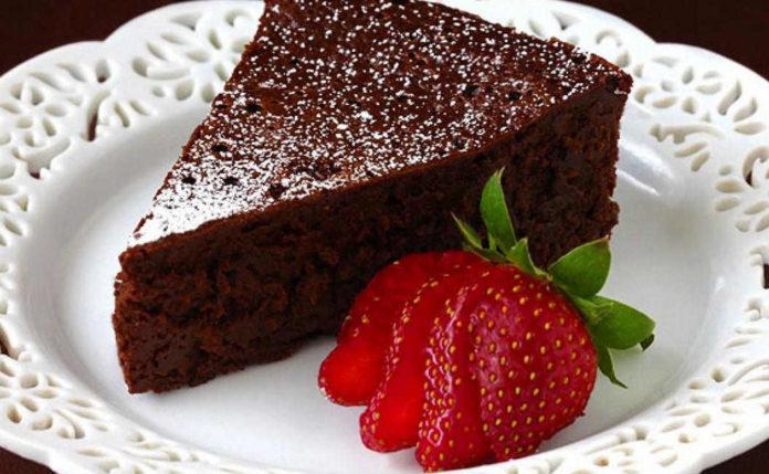 Come fare la torta al cioccolato e dolci al cioccolato for Ricette dolci facili e veloci