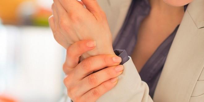 Artrite reumatoide: sintomi, cause, rimedi naturali, alimentazione e consigli