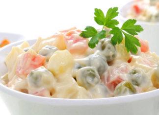 Insalata russa: ricette facili e veloci. Scopri come fare l'insalata russa e le migliori ricette per preparare una buona insalata russa per un pranzo veloce e leggero o una cena tra amici.