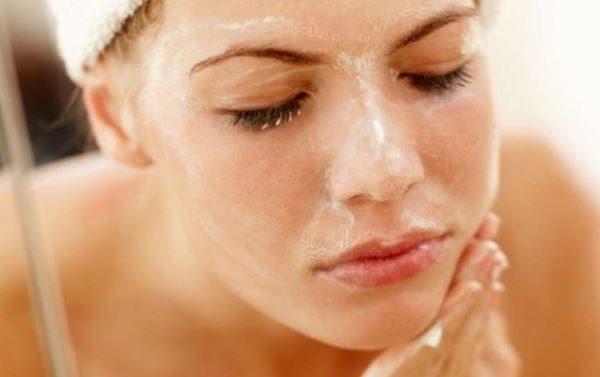 Passo 2 pulizia del viso fai da te: scrub viso per pulire la pelle del viso