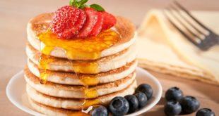 Pancake - ricetta americana originale più altre tante ricette di pancake facili e veloci. Scopri la ricetta, gli ingredienti ed i consigli per preparare il pancake light, senza burro o senza latte.