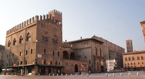 Cosa vedere a Bologna in 3 giorni Palazzo Re Enzo