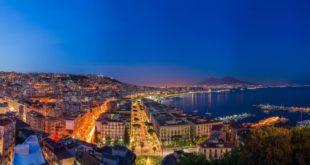 Cosa vedere a Napoli: le 10 attrazioni turistiche da visitare assolutamente. Scopri i luoghi più belli da visitare a Napoli nel corso della vostra vacanza.