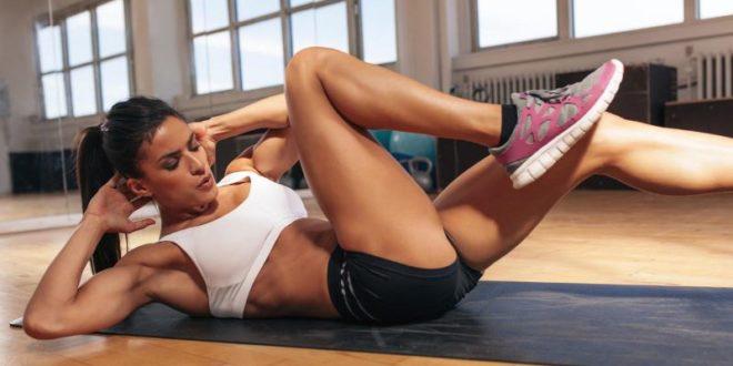 Addominali bassi: esercizi e consigli per avere un ventre piatto. Scopri i migliori esercizi per gli addominali bassi e i consigli su come tonificare i muscoli addominali bassi.