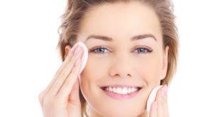 Macchie della pelle (scure e chiare): cause, trucchi e rimedi naturali per eliminarle in modo naturale. Scopri le cause delle macchie sulla pelle, i trucchi e i rimedi naturali per schiarire e attenuare le macchie della pelle.