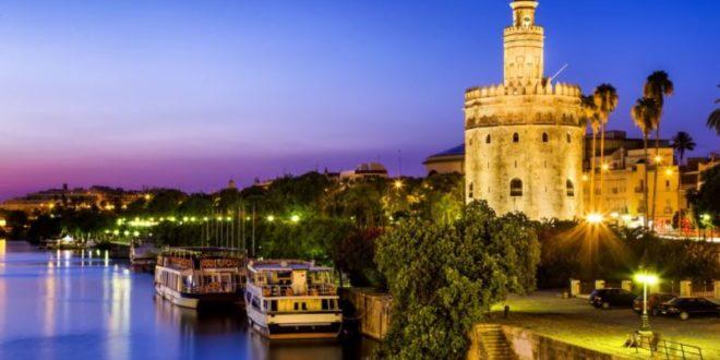 Cosa vedere a Siviglia: le 10 attrazioni turistiche da visitare assolutamente. Scopri i luoghi più belli da visitare a Siviglia nel corso della vostra vacanza.