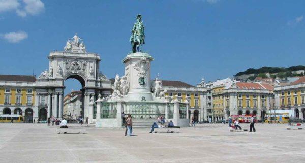 Cosa vedere a Lisbona in un giorno Praça do Comércio