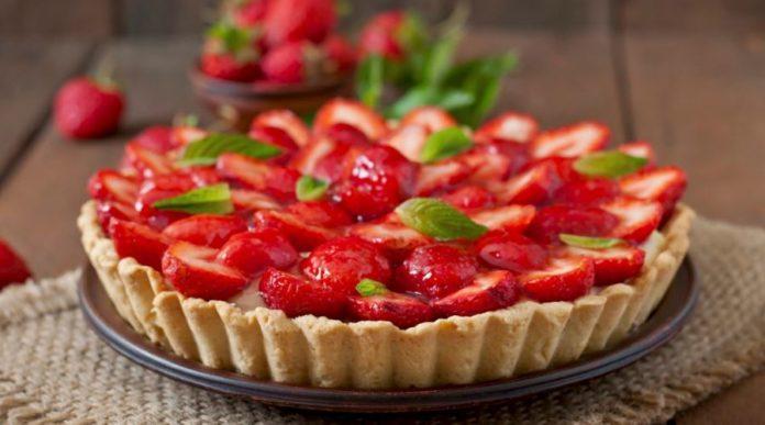 Crostate di frutta: ricetta semplice + altre ricette facili e veloci. Scopri come preparare una buona crostata di frutta, gli ingredienti ed alcune ricette di crostata facili e veloci da realizzare.