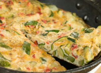 Frittata: ricetta semplice + altre ricette facili e veloci. Scopri come preparare una buona frittata, gli ingredienti ed alcune ricette di frittate facili e veloci da realizzare.