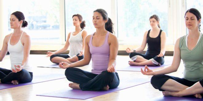 Yoga: cos'è, come iniziare, benefici sul corpo e sulla mente, consigli utili. Scopri perché praticare yoga fa bene al corpo e alla mente, i benefici dello yoga, cosa indossare per fare yoga, l'abbigliamento consigliato ed alcuni consigli utili su come praticare yoga correttamente ed efficacemente.