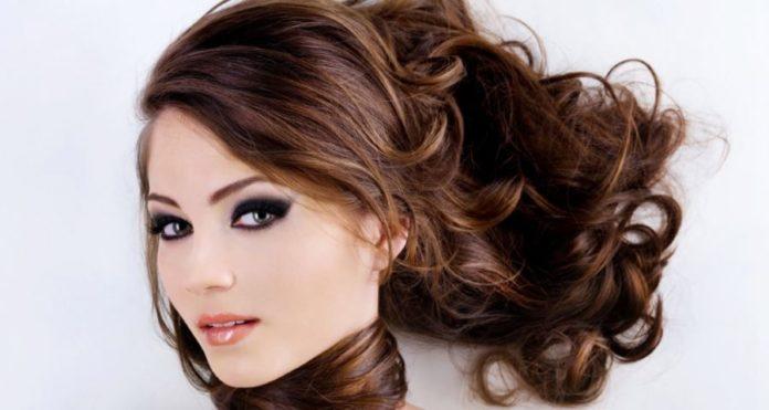 Extension capelli: tutto quello che c'è da sapere, pro e contro, prezzo e consigli. Scopri cosa sono le extension per capelli, le tecniche di applicazione, durata, i risultati ed alcuni consigli per l'allungamento e l'infoltimento dei capelli.