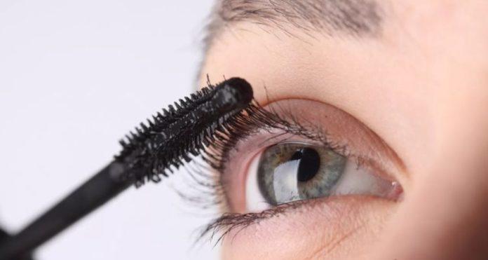 Mascara: consigli per usarlo al meglio per avere ciglia voluttuose e lunghe. Scopri come mettere il mascara, come scegliere quello giusto e gli errori da evitare quando applicate il mascara sulle ciglia.