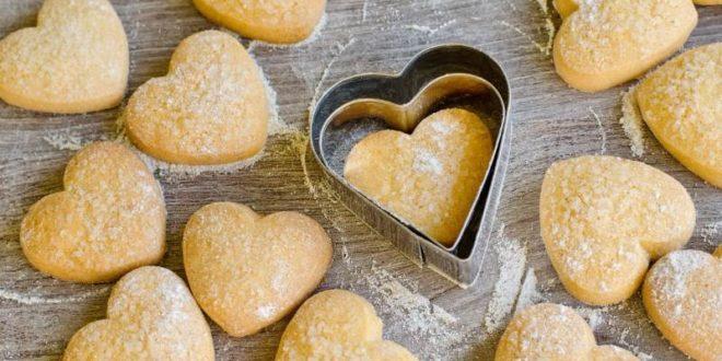 Pasta frolla: ricetta semplice (base) + altre ricette facili e veloci. Scopri come fare la pasta frolla semplice e altre ricette con la pasta frolla facili e veloci.