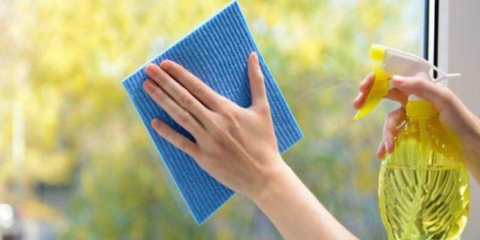 Come pulire le zanzariere: consigli e prodotti da utilizzare. Scopri i nostri consigli per una corretta pulizia della zanzariere, quali prodotti utilizzare e i metodi più efficaci per pulire bene le zanzariere a rullo o plissettate senza smontarle.