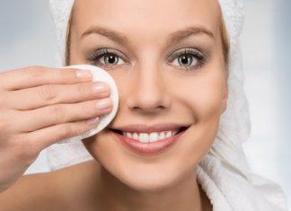 Struccante fai da te: ricette e consigli per struccare il viso in modo naturale. Scopri come preparare uno struccante fatto in casa per il viso e per gli occhi utilizzando ingredienti naturali.