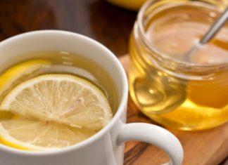 Bere acqua calda e limone e miele fa bene alla salute? Scopri tutti i benefici per la salute scientificamente provati dell'acqua limone e miele.