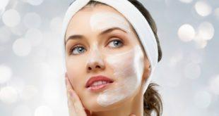 Pelle secca: cause, rimedi naturali, alimentazione e consigli utili per prendersene cura. Hai la pelle secca e non sai cosa fare? In questo articolo puoi scoprire le cause della pelle secca, cosa fare per prevenire la pelle secca, cosa mangiare, i cibi da evitare ed i più efficaci rimedi naturali per combattere la pelle secca del viso e corpo.