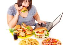 Come smettere di mangiare troppo: 23 trucchi per bloccare la fame nervosa. Vuoi evitare di mangiare troppo e non sai come fare? In questo articolo trovi alcuni semplici consigli su come smettere di mangiare troppo e modificare il proprio comportamento a tavola.