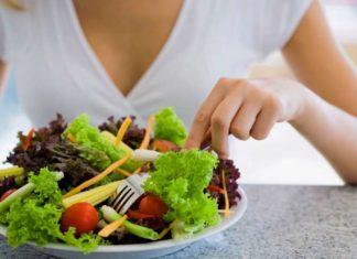 Cosa mangiare per dimagrire? Ecco 20 alimenti che vi aiuteranno a perdere peso in fretta! Scopri quali cibi dimagranti e depurativi possono aiutare il nostro corpo ad eliminare i chili di troppo e ritrovare il peso formo ideale.