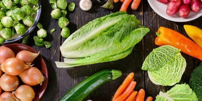 Dieta ipocalorica, cosa mangiare? Ecco le migliori verdure ipocaloriche! E' difficile capire cosa mangiare per perdere peso, cosa fa bene e non fa ingrassare. In questo articolo trovate le verdure con un minor contenuto di calorie da consumare quando si segue un'alimentazione ipocalorica.