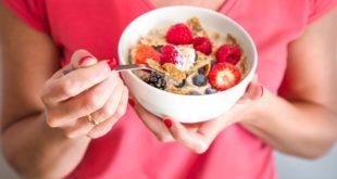 Stitichezza: cosa mangiare? Ecco i migliori alimenti per alleviare la costipazione! La stitichezza si combatte con un'alimentazione sana e ricca di fibre. Scopri cosa mangiare con la stitichezza e gli alimenti più efficaci contro la stipsi.