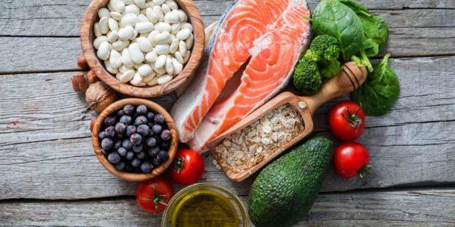 Alimenti che fanno bene al cuore: cosa mangiare? Quali cibi sono migliori per mantenere il cuore in salute? Scopri la lista dei cibi che fanno bene al cuore e tutti gli alimenti che aiutano il cuore.