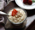 Yogurt fatto in casa: come si prepara (con o senza yogurtiera), come si trasforma in yogurt greco fai da te.