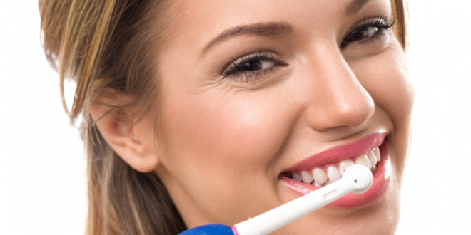Lo spazzolino elettrico: vantaggi rispetto allo spazzolino manuale, tipologie, come funziona e come sceglierlo
